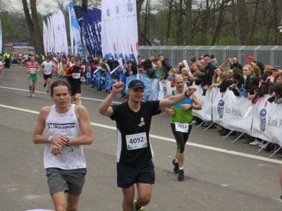 Przekraczam metę mojego piątego maratonu